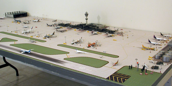 1:400 scale miniature airport