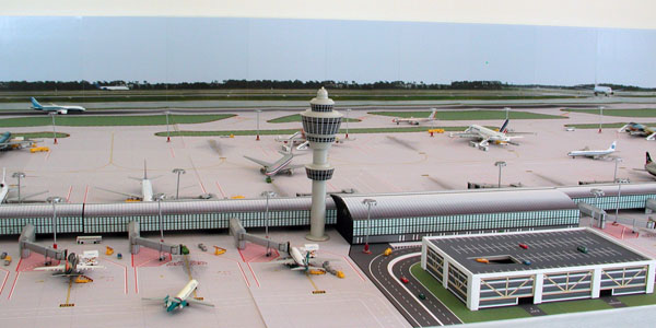 background-1-model-airport-600